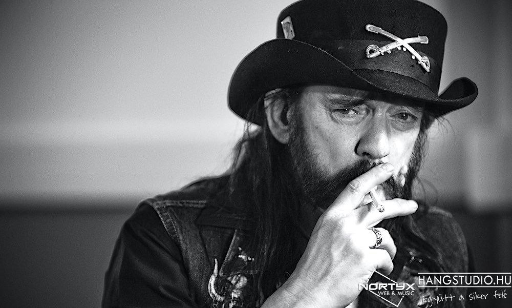 Új szövegvideóval jelentkezett a RockOut zenekar Lemmy emlékére